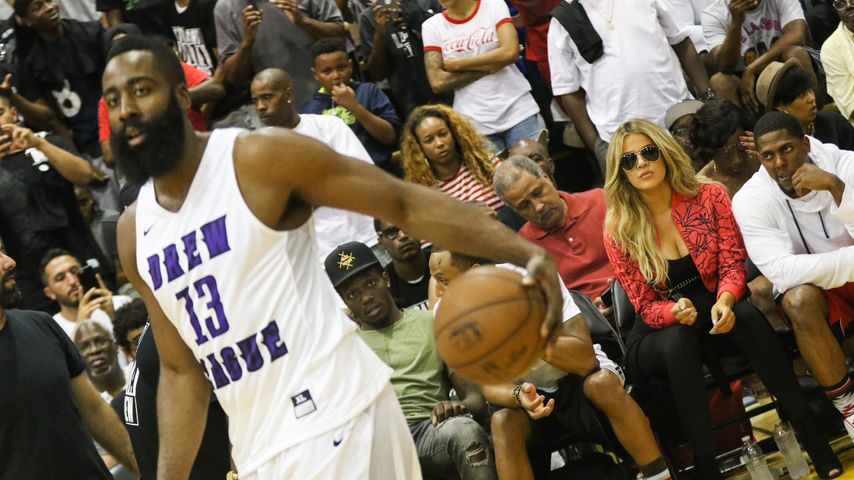 Khloe Kardashian besucht NBA-Spiel von Freund James Harden