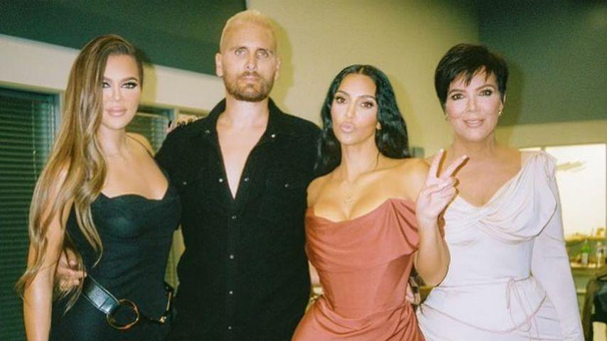 """Superfans: Die Kardashians posieren als """"Bridgerton""""-Cast"""