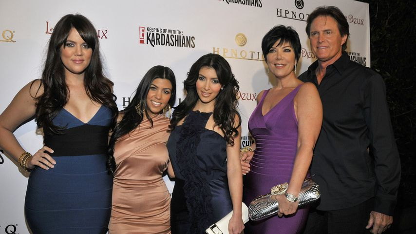 Khloé, Kourtney und Kim Kardashian und Kris und Bruce Jenner
