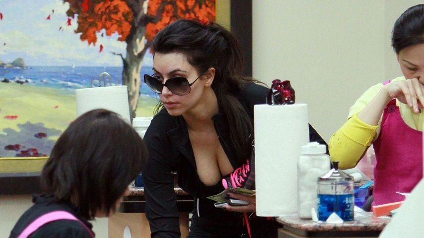 Kim Kardashian kriegt die Nägel schön