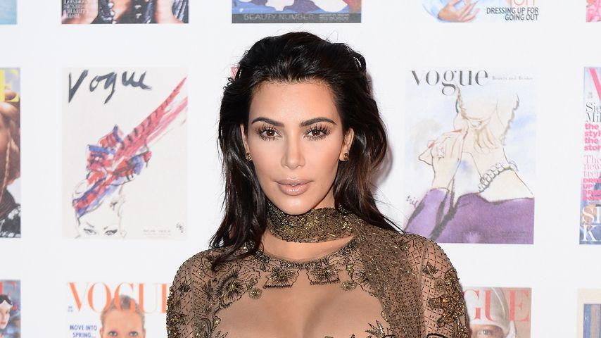 Halbnackt auf rotem Teppich? Platt-Alarm bei Kim Kardashian