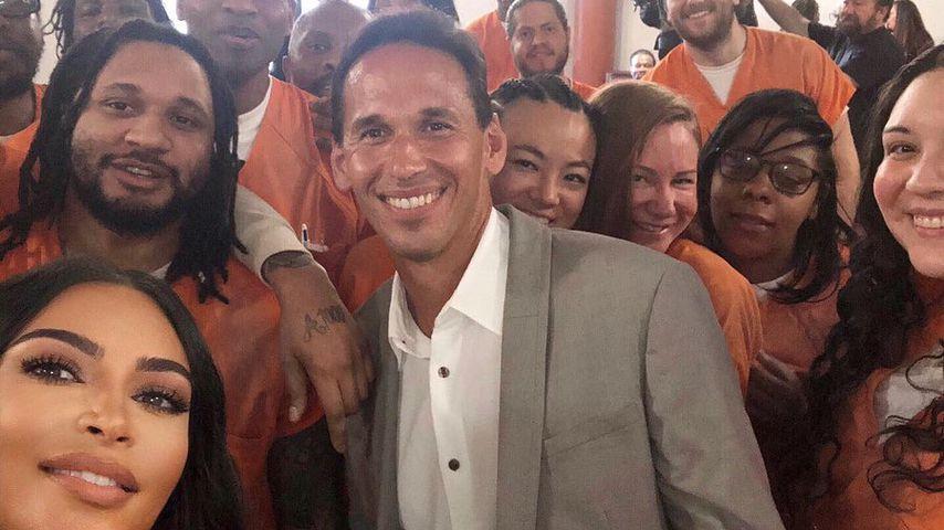 Kim Kardashian macht für neue Show Selfies mit Häftlingen!