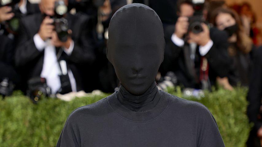 Wie ein Dementor: Netz lacht über Kim Kardashians Met-Look