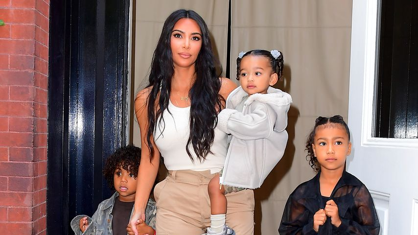 Kim Kardashian mit drei ihrer Kinder, September 2019