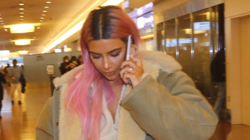 Kim Kardashian am Flughafen in Tokio