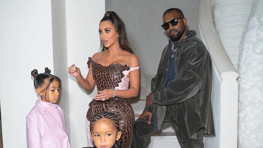 Kim Kardashian mit Ehemann Kanye und den Kids North und Saint