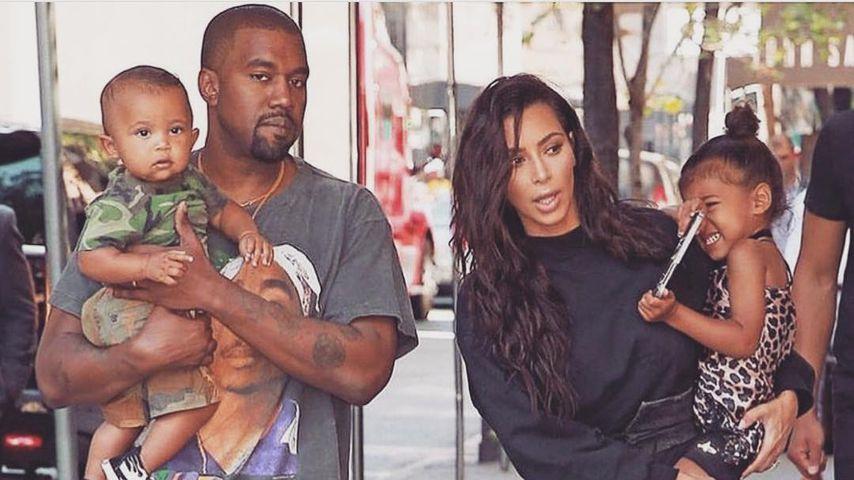 Kim Kardashian und Kanye West mit ihren zwei Kindern