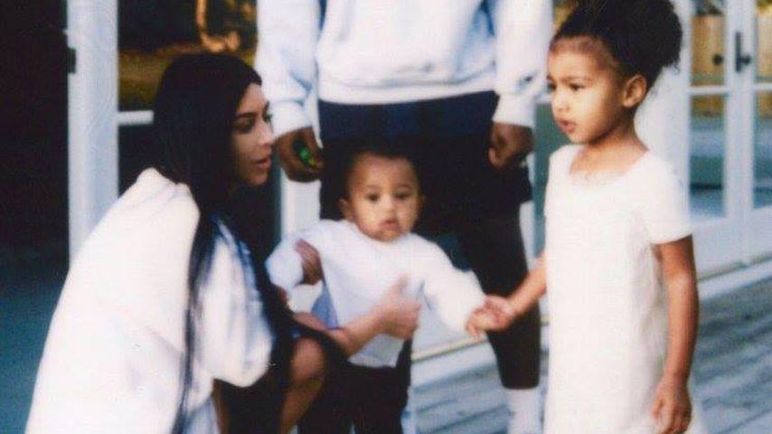 Kim Kardshian und Kanye West mit ihren Kindern Saint und North, 2017
