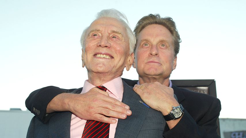 Kirk Douglas und sein Sohn Michael im April 2003