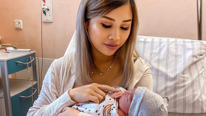 Neu-Mama Kisu postet erstes richtiges Mama-Baby-Bild!