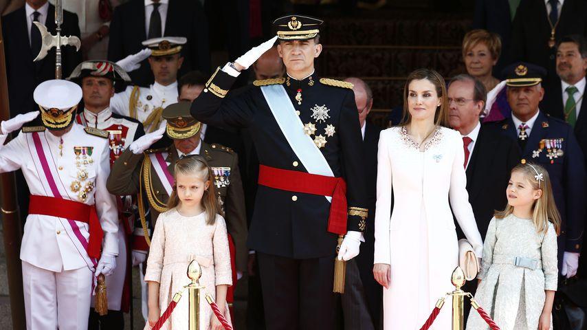 König Felipe mit seiner Familie bei der Ernennung zum König, Juni 2014