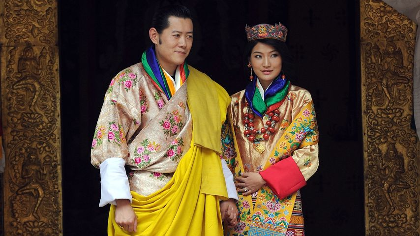 """Nachwuchs in Bhutan bei """"Drachenkönig"""" Jigme und seiner Frau"""