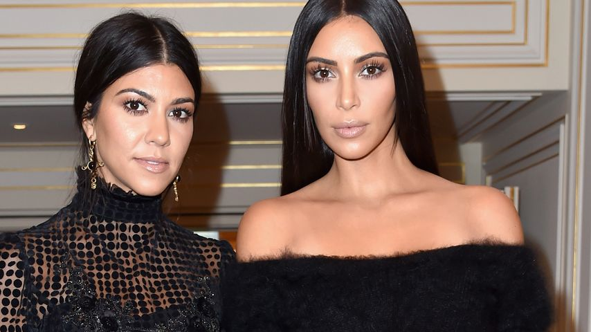 "Kourtney und Kim Kardashian bei der ""Paris Fashion Week"""