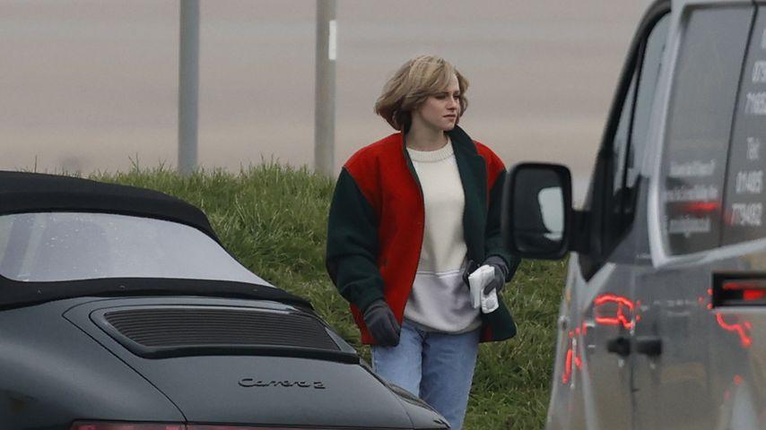 """Kristen Stewart als Prinzessin Diana bei den Dreharbeiten des Films """"Spencer"""" im März 2021"""