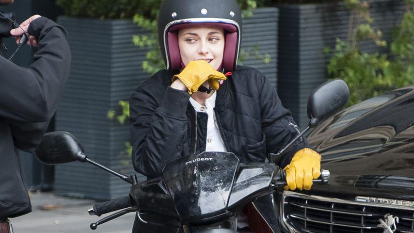 Rasende Kristen Stewart: Mit dem Roller durch Paris