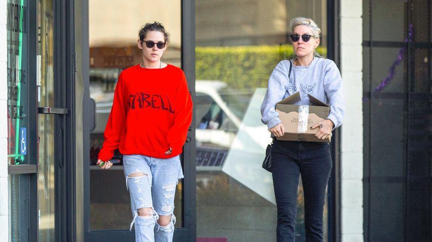 Düstere Mienen: Kristen Stewart mit Freundin Dylan unterwegs