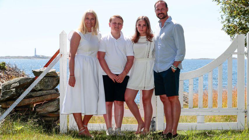 Kronprinzessin Mette-Marit und Kronprinz Haakon mit ihren zwei Kindern