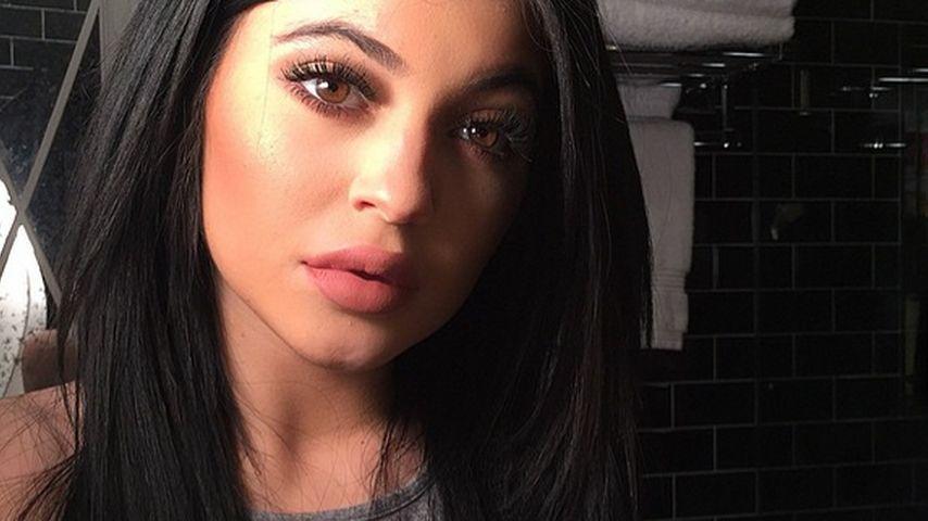 Mit 17 Jahren! Kylie Jenner preist ihre Nippel-Piercings an