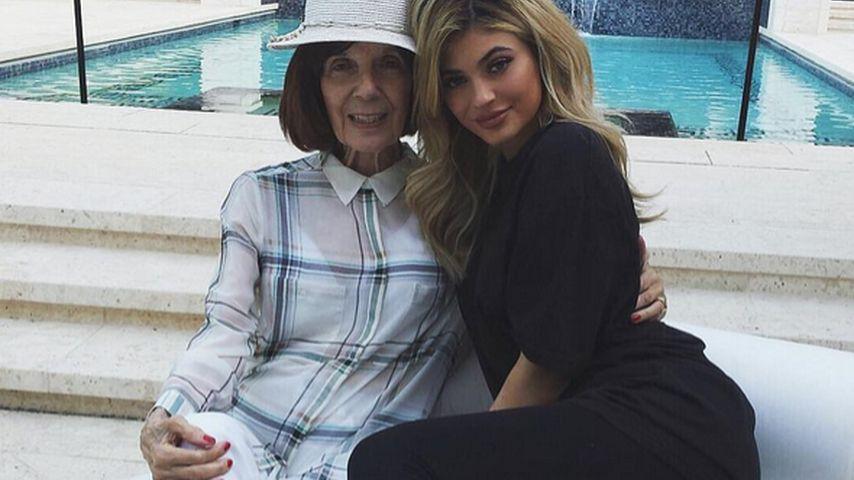 Oma ist die Beste: Von ihr hat Kylie Jenner das Fashion-Gen
