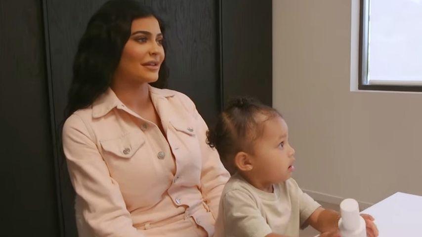 Mit YouTube-Vlog: Kylie Jenner gibt Einblick in Mama-Alltag