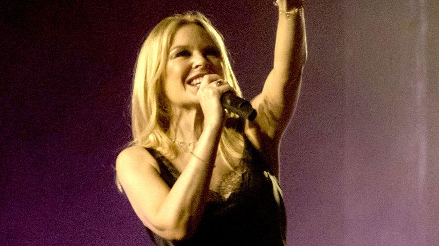 """Kylie Minogue während eines Konzerts ihrer """"Golden""""-Tour"""