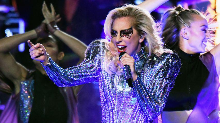 Also doch! Lady Gaga kritisiert Donald Trump beim Super Bowl