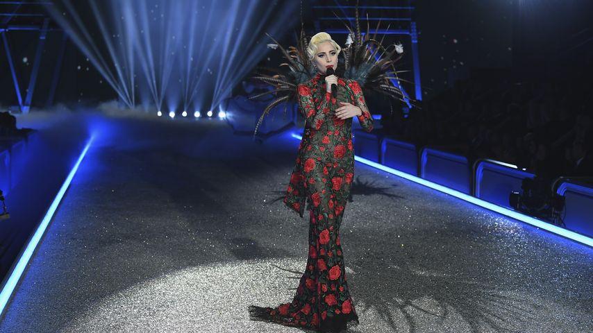 """Lady GaGa bei der """"Victoria's Secret Fashion Show"""" 2016 in Paris"""