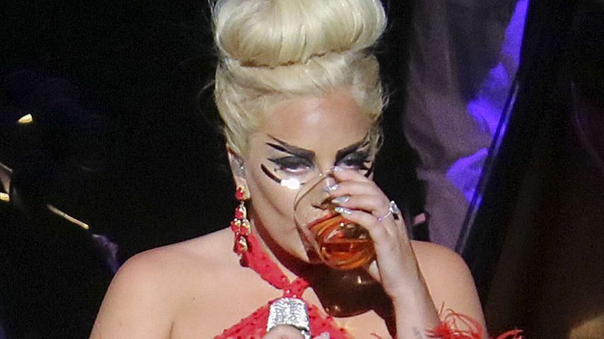 Prost! Hier trinkt Lady GaGa die Baby-Gerüchte weg