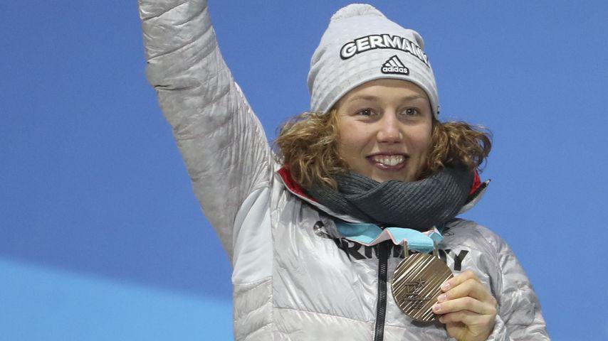 Laura Dahlmeier mit einer Goldmedaille bei den olympischen Spielen, 2018