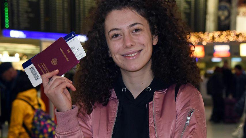 Leila Lowfire am Frankfurter Flughafen
