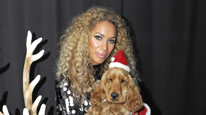 Skurriles Motiv: Leona Lewis mit Hund auf Rentier