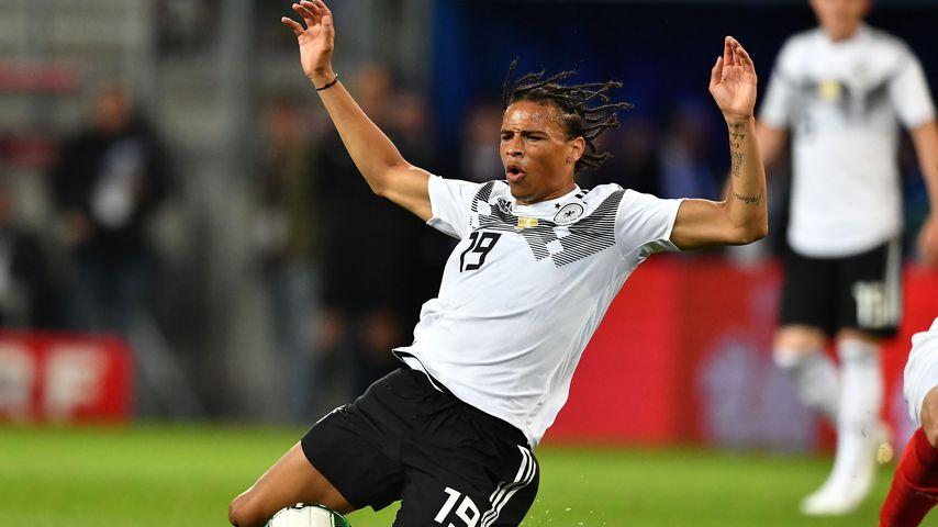 Endlich fertig! DFB-Star Leroy Sané zeigt sein Rücken-Tattoo