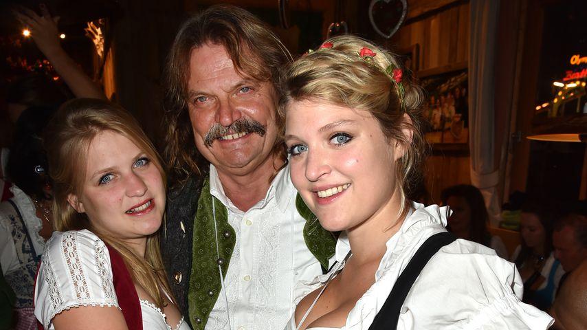 Leslie Mandoki mit seinen Töchtern Julia und Lara bei der Wiesn 2015