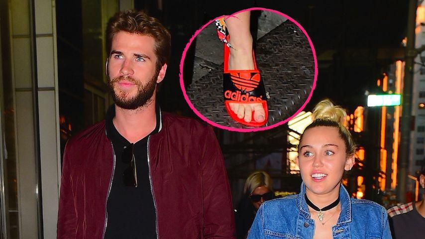 In Badelatschen zur Date Night? Miley Cyrus im schrägen Look