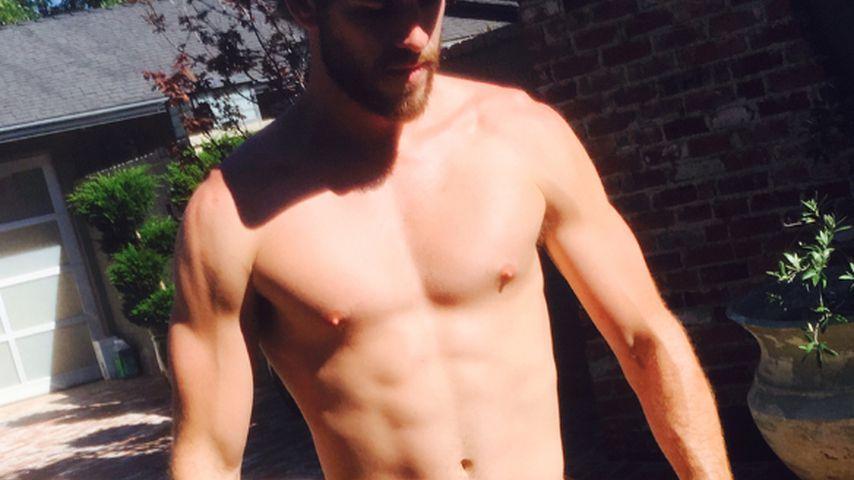 Holla! Liam Hemsworth zeigt in seiner Mini-Hose fast alles