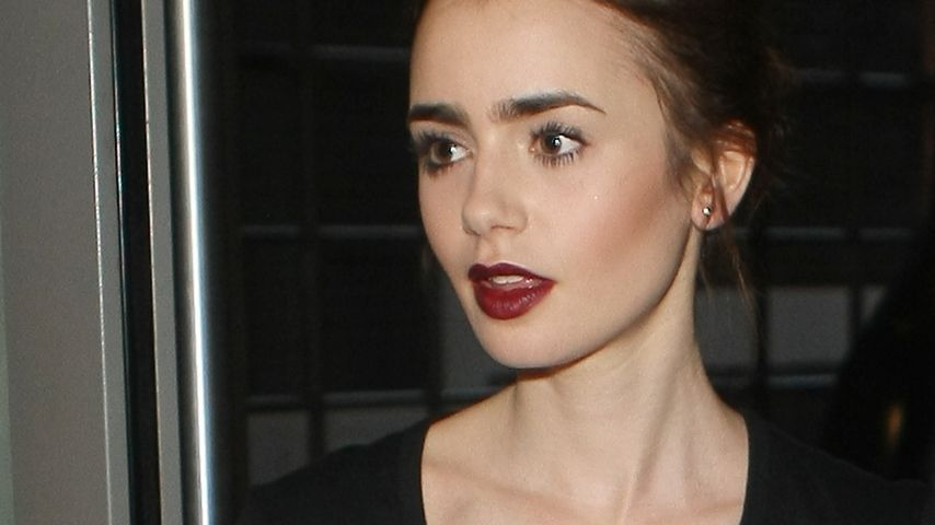 Lily Collins verrät Promiflash Sixpack-Geheimnis