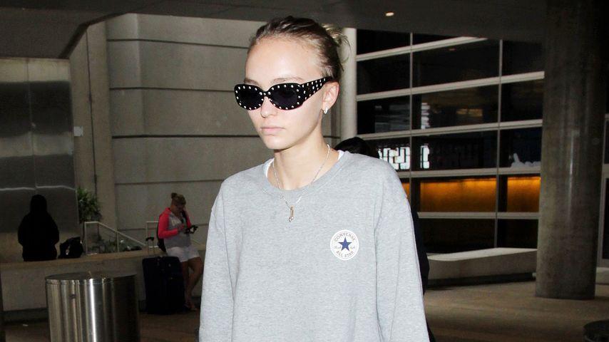 Lily-Rose Depp am Flughafen von L.A.
