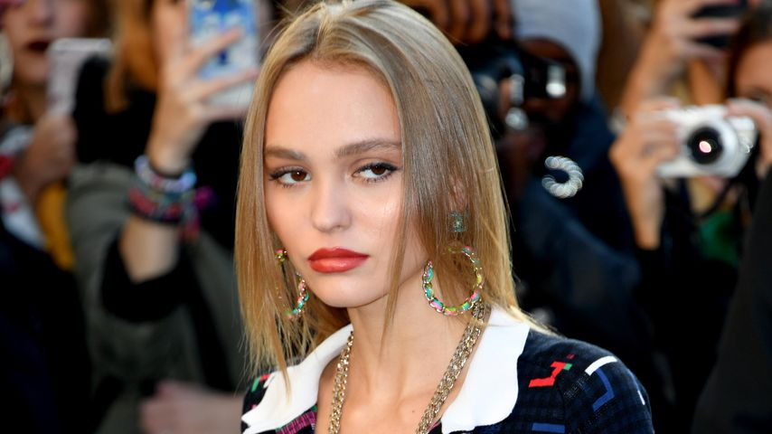 Lily-Rose Depp bei der Fashion Week in Paris