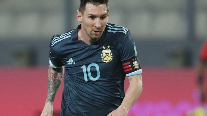 Lionel Messi bei einem Fußballspiel in Lima im November 2020