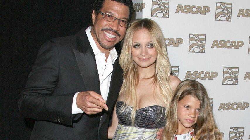 """Lionel Richie mit Töchtern Nicole und Sofia bei den ASCAP Pop Music Awards"""" in Hollywood"""
