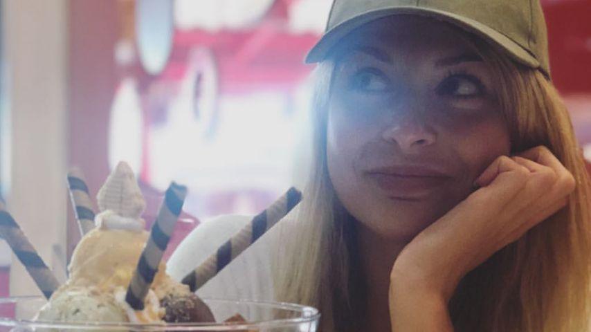 Cheat-Day deluxe: Lisa G. gönnt sich XL-Eis-Becher im Urlaub