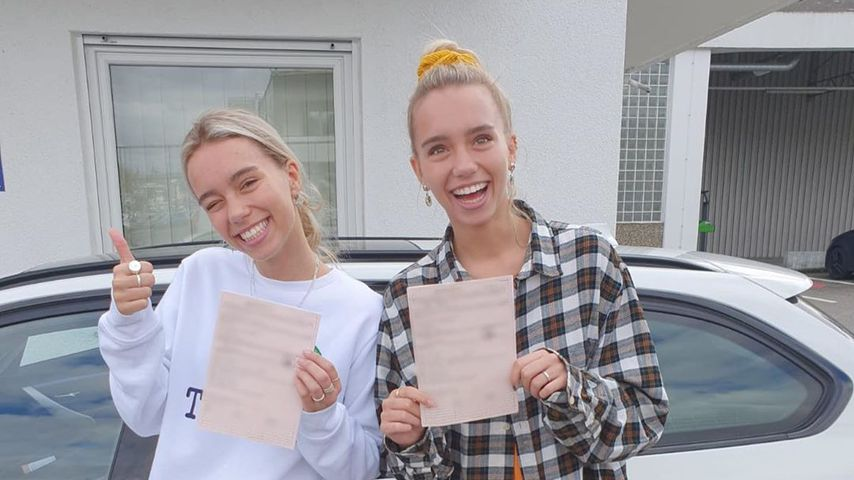 Endlich mobil: Lisa und Lena haben jetzt ihren Führerschein!