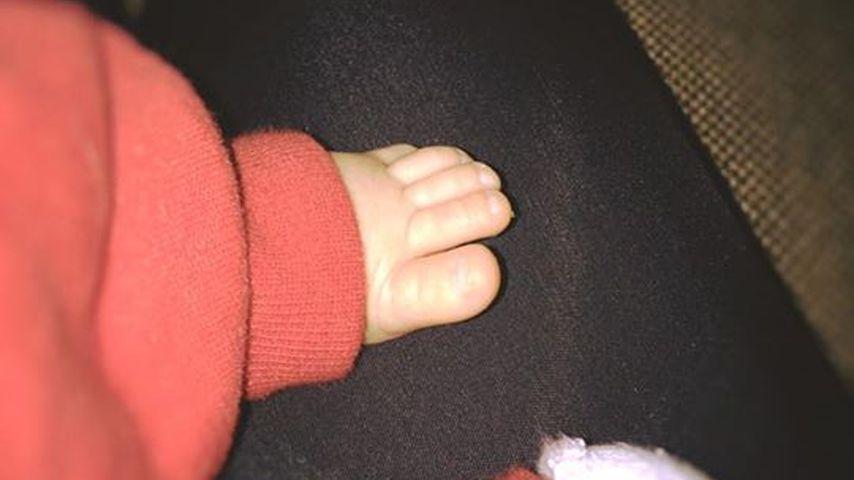 Süße Füße: Lisa Wohlgemuth ist völlig vernarrt in ihr Baby