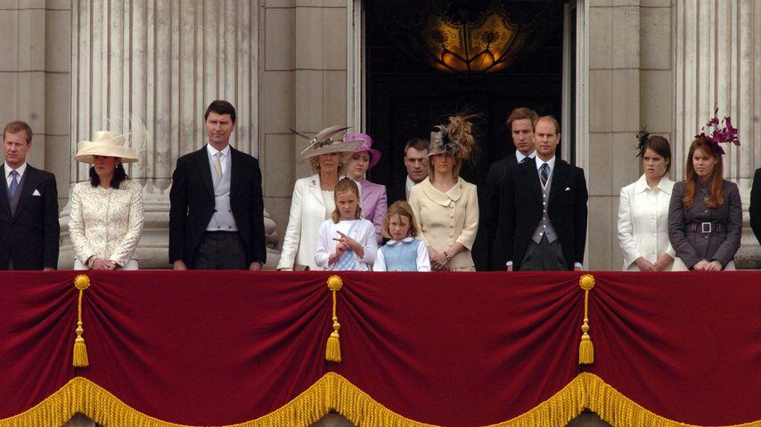 Lord Ivar Mountbatten (links) mit seiner Frau Penny und anderen Mitgliedern der Familie