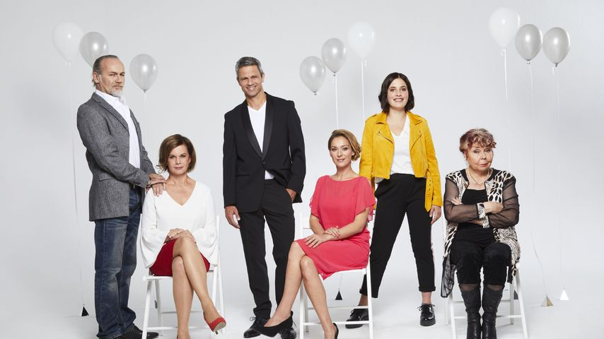 """Der Cast von """"Unter uns"""" beim Fotoshooting zu Folge 6.000 der Vorabendserie"""