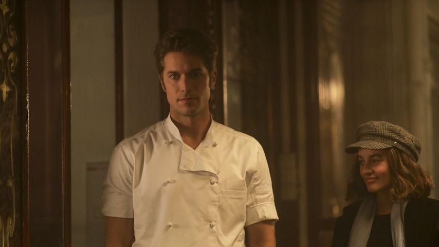 """Lucas Bravo als Gabriel in """"Emily in Paris"""""""