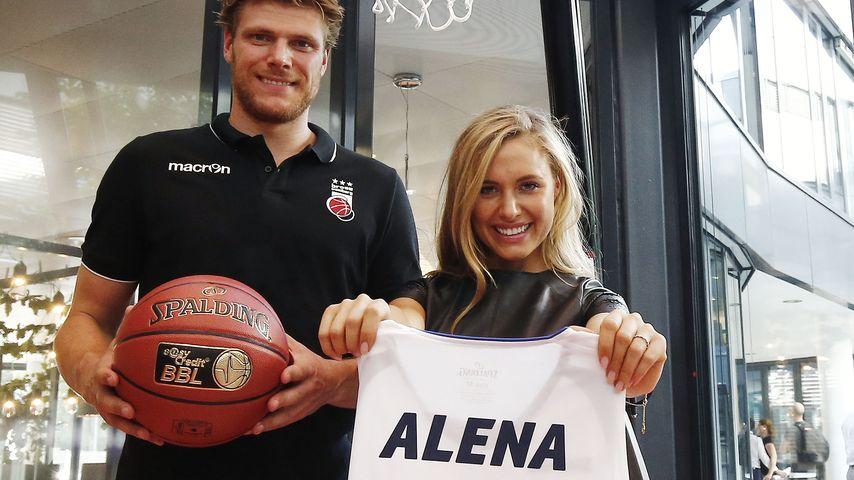 Neues Talent? Alena Gerber nimmt's mit Basketball-Profi auf