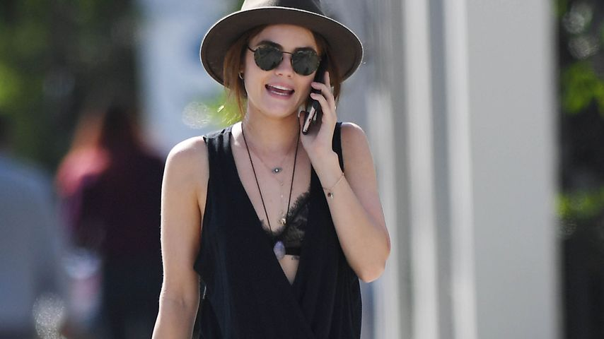 Lady in Black: Lucy Hale verzückt im coolen BH-Look