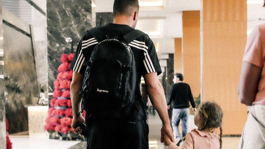 Lukas Podolski und seine Tochter Maya