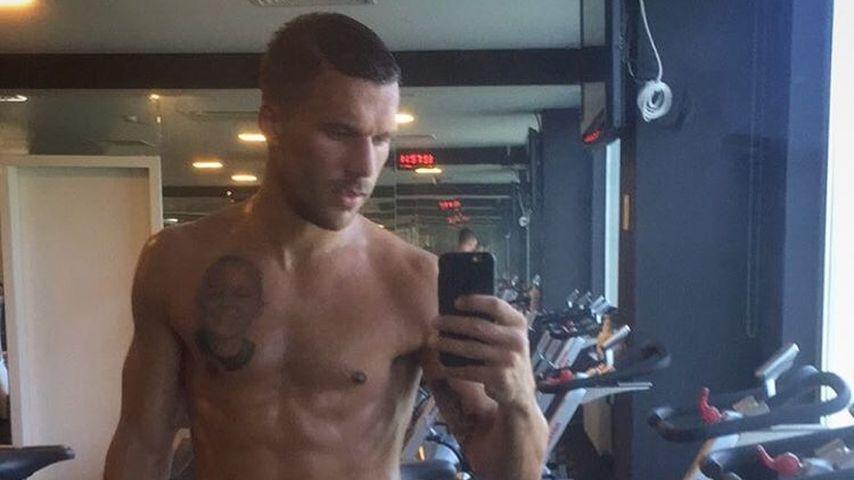 Fit wie nie: Lukas Podolski zeigt Mega-Sixpack!